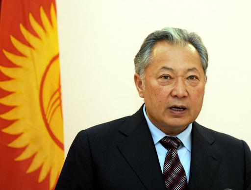 政変で失脚のキルギス前大統領、辞任を否定