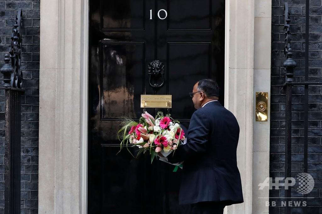 英首相、集中治療室3日目 容体安定、熱下がったとの報道も