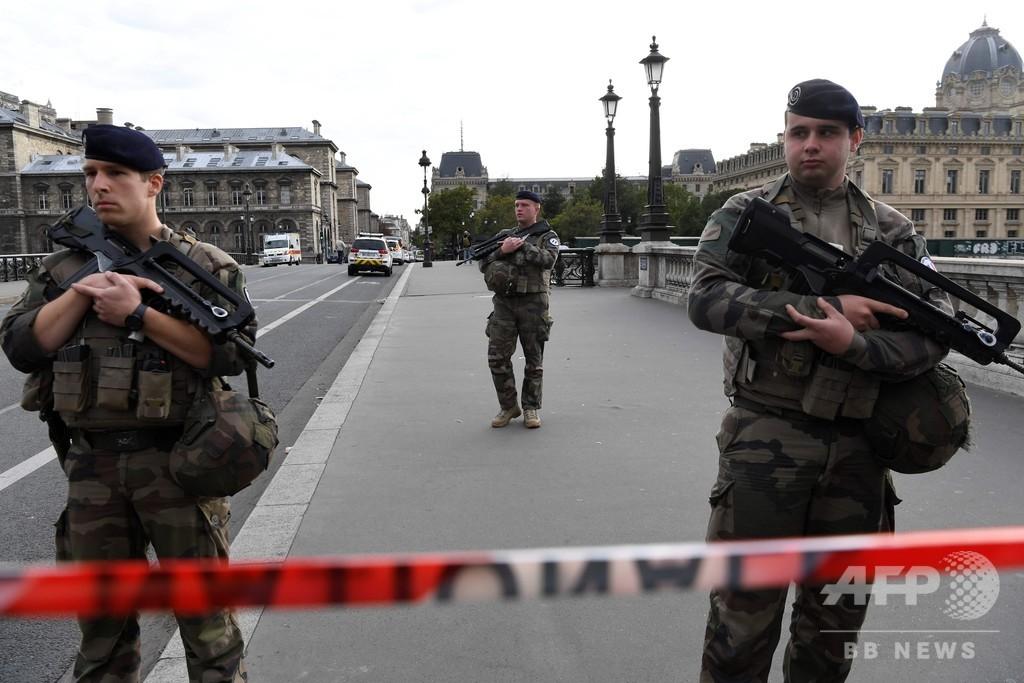 パリ警察襲撃、対テロ検察が捜査 犯人に過激思想か