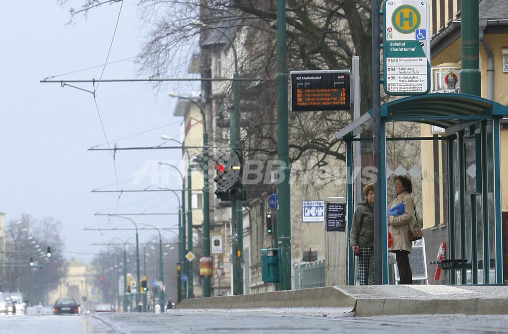 バスが遅れたら待つべきか歩くべきか? 米数学者が立証