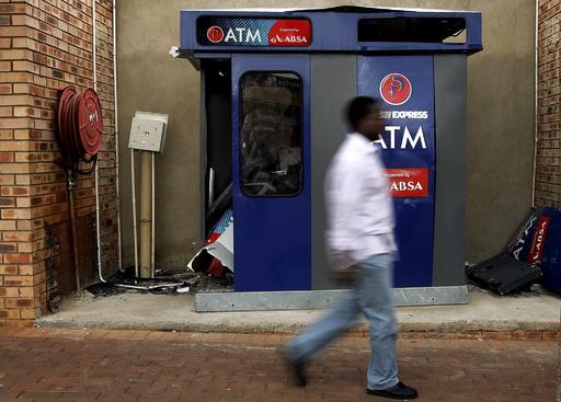 ATM内から男2人見つかる 南ア