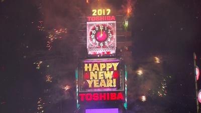 PR: NYの新年カウントダウン、10億人が東芝LEDに注目
