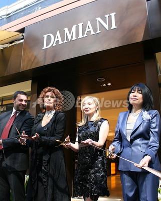 ダミアーニ銀座旗艦店が移転オープン、ソフィア・ローレンも祝福
