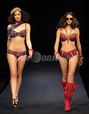 NYでランジェリーファッションショー 写真33枚 ファッション