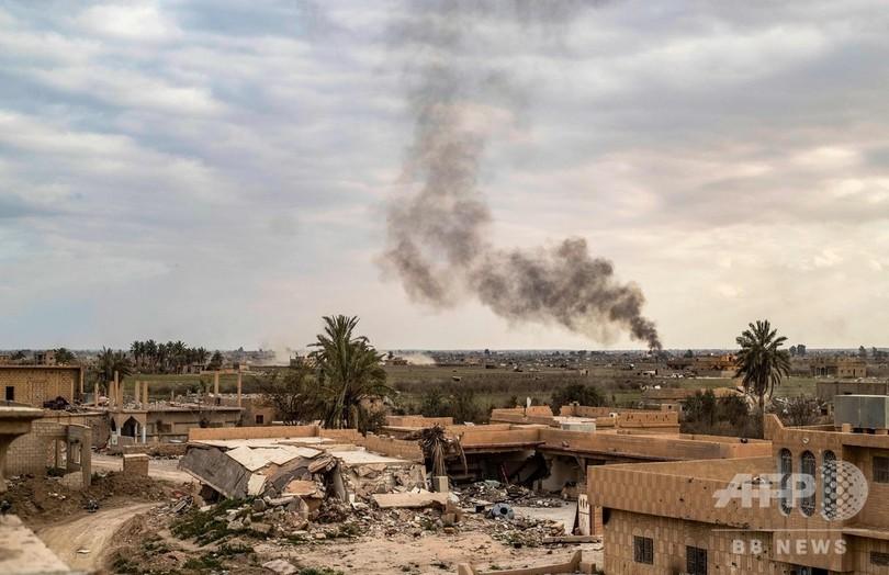 IS最後の拠点からの避難民狙い3件の自爆攻撃、6人死亡 シリア東部